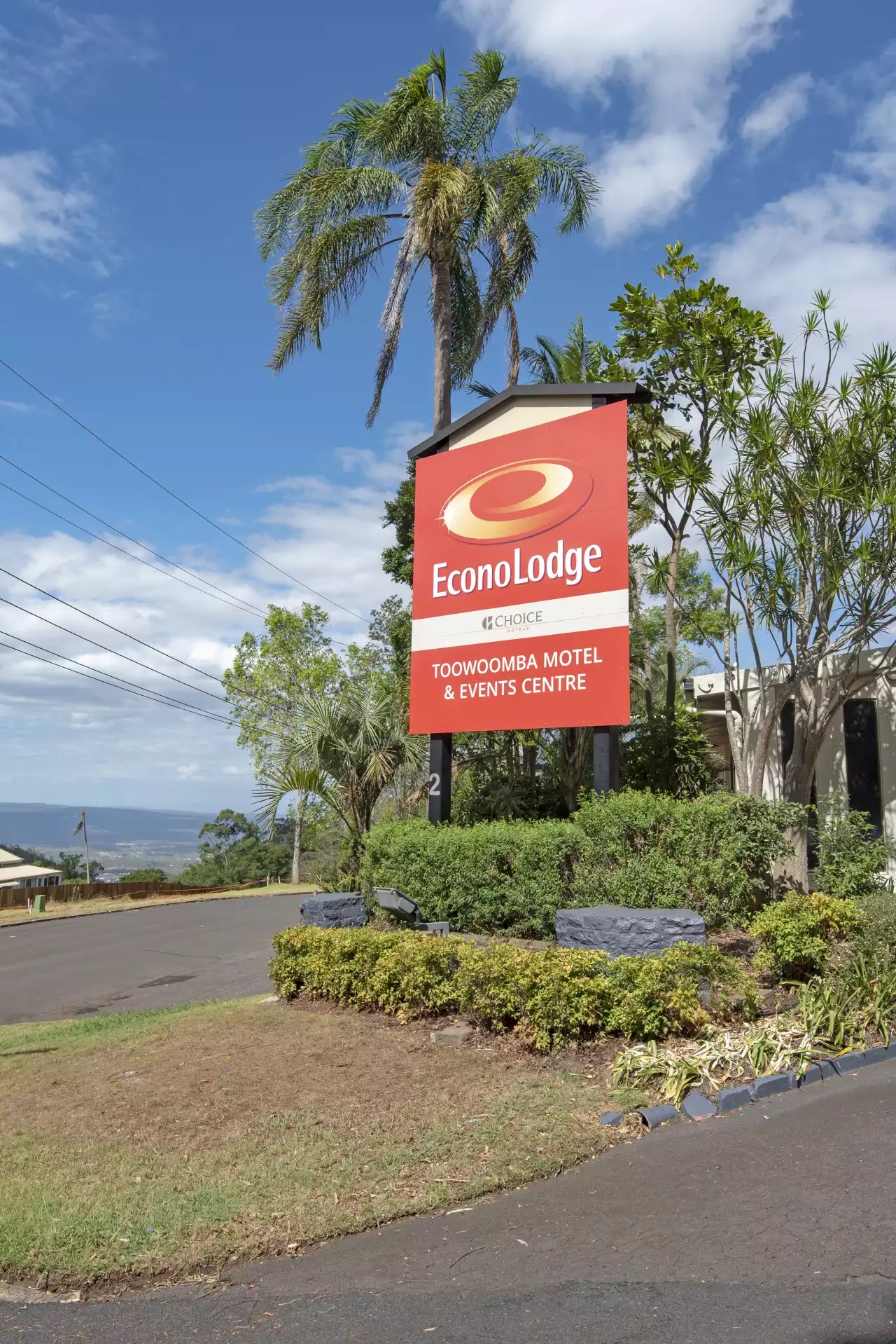 Toowoomba Functions Econo lodge Close up of outside & sign